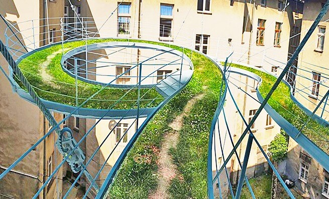 Une passerelle verte suspendue comme alternative for Architecture suspendue