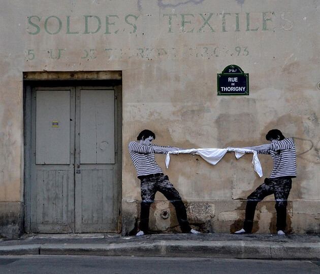 street art les mises en sc ne enjou es de levalet paris. Black Bedroom Furniture Sets. Home Design Ideas