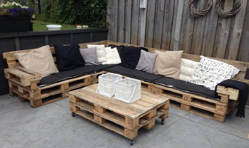 comment fabriquer son salon de jardin en palettes en bois. Black Bedroom Furniture Sets. Home Design Ideas