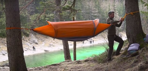 Flying Tent, la tente qui se transforme en hamac et en K-way